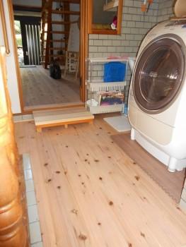 大阪 交野 自然素材健康住宅の耐震リフォーム 裏玄関壁漆喰完了03