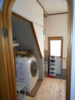 大阪 交野 自然素材健康住宅の耐震リフォーム 裏玄関壁漆喰完了01