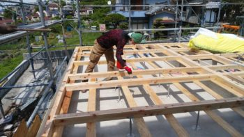 東大阪客坊 大阪平野を一望する家 土台敷き01
