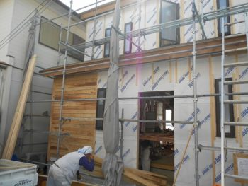 東大阪客坊 大阪平野を一望する家 外壁下地バラ板02